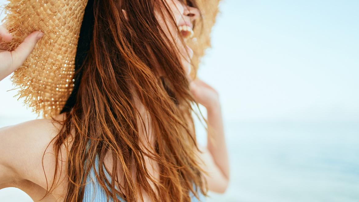Do you suffer from dry hair without signs of life? They need to be given extra care in summer